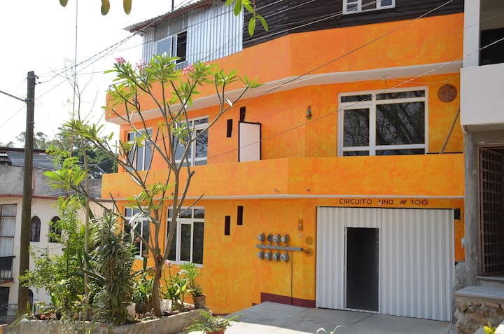 Casa Amarilla (Yellow house)