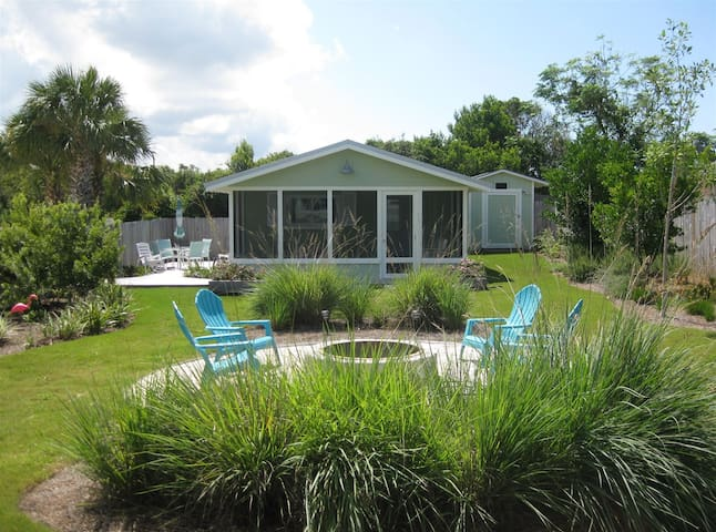 Fabulous completely renovated, private cottage tucked away just 5 houses from the beach!