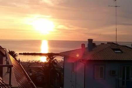 Luminoso appartamento fronte mare - Lido di Fermo