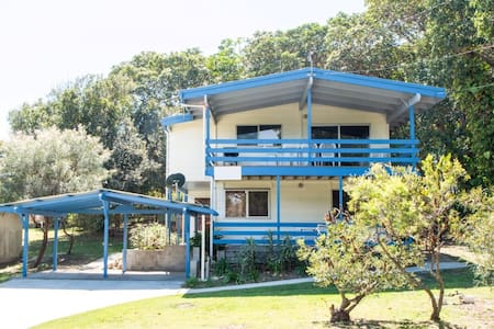 Large Whole House Beachside - Point Lookout