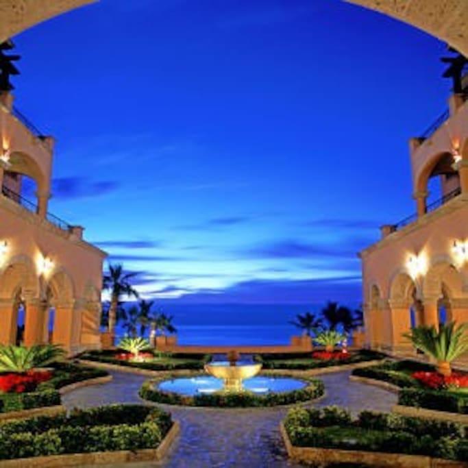 Night skies between Hacienda del mar units