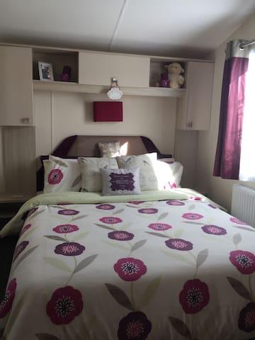Beautiful 2BD Caravan Sleeps 4-6 - Hayling Island - Other