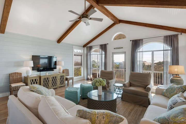 Beautifully updated Beach home/Private Pool/Gulf Views/Outdoor entertainment space/Ping Pong Table