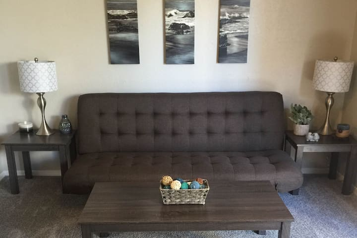 Fully furnished studio with W/D! (40-304)