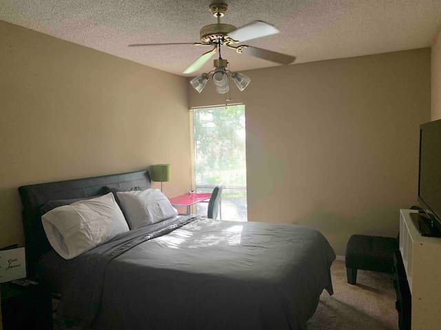 Simple, quiet room central of West Mobile!