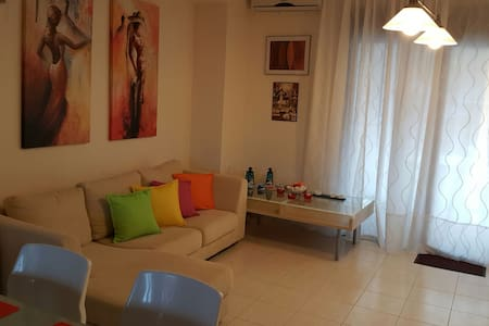 Spacious apartment near the beach - Καλλιθέα - Apartment