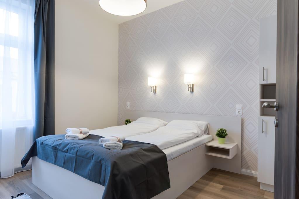 1st bedroom with queensize bed