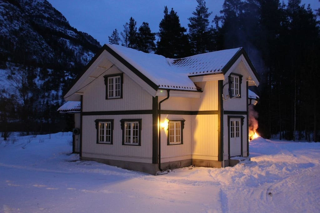 Lite sjarmerende hus med to soverom og stue.