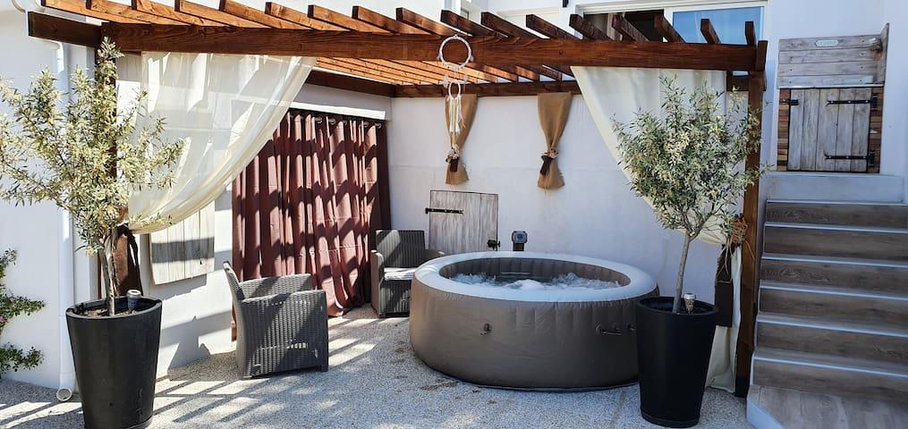 Villa T3 à 10 ' de Cassis avec jacuzzi