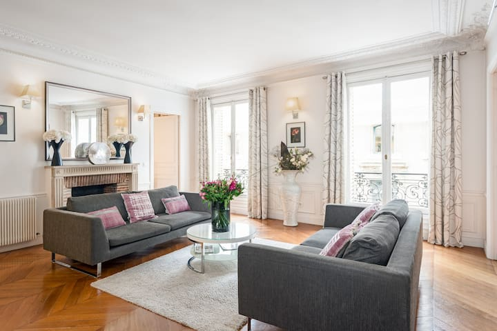 Saint-Germain Luxury Three Bedroom