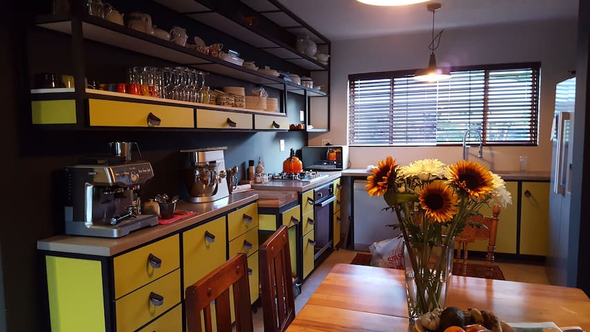Private upmarket apartment in Waterkloof Ridge
