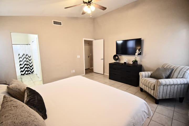 Master Suite! King Bed! Private Bath! By Stadium!