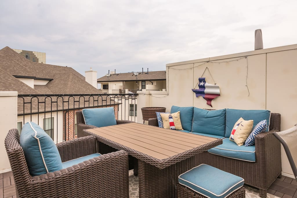 Private Rooftop Patio with Comfortable Wicker Seating (4th Floor)