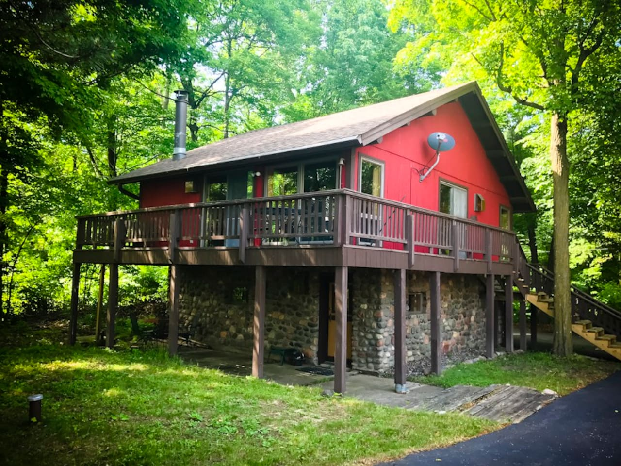 Cabin Getaway. ATV-UTV. Tuscobia Trail. Hunting. Birkebeiner. Ice fishing. Snowmobiling. Wood burning fireplace. Birchwood WI. 2 Q beds. Space for cots.