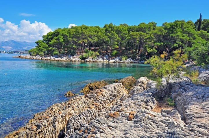 Relaxing beach  10-15 minutes away from the apartman, pleasent walk throught park forrest Marjan.