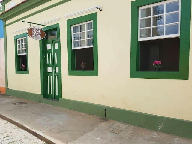 Barroco Hostel: Quarto de casal 03 - São João Del Rei - Yatakhane