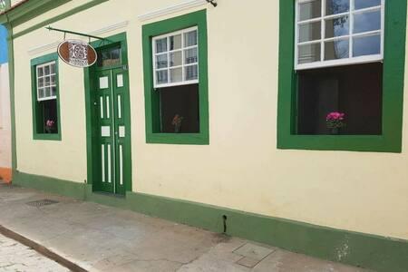 Barroco Hostel: Quarto de casal 03 - São João Del Rei - Asrama