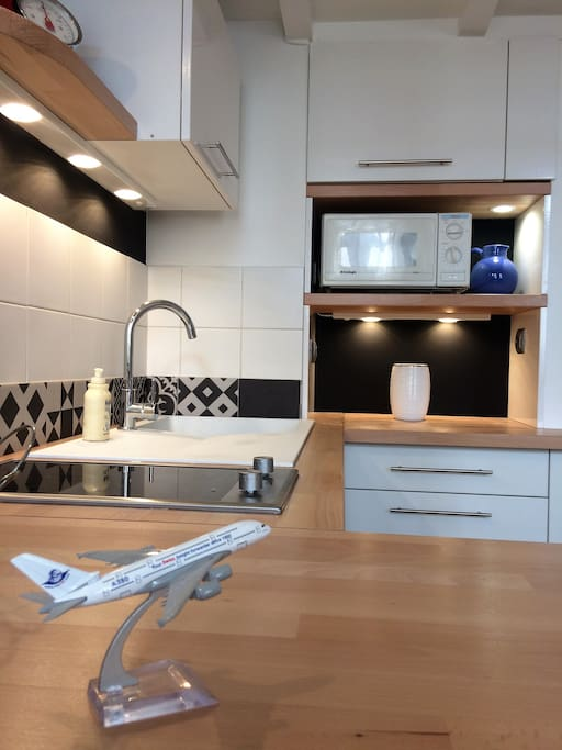 le studio noir bois et blanc a 300m du centre appartements louer quimper bretagne france. Black Bedroom Furniture Sets. Home Design Ideas