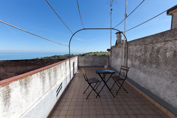 Suite at Casa Ferrari - seaside and natural parks - San Vito Chietino - Huis