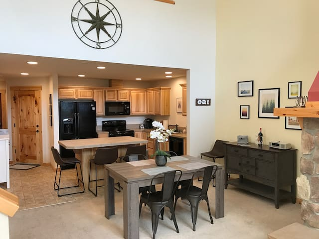Clearwater Getaway Townhome at Roslyn Ridge