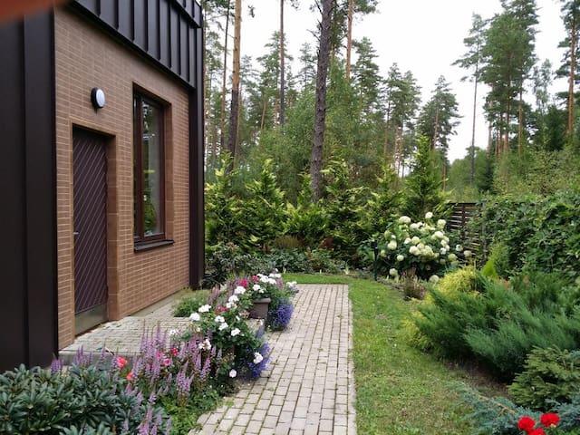 Дом для отдыха в лесу у моря