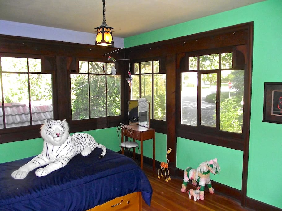 the merchant of venice suite bed and breakfasts for rent in medford oregon united states. Black Bedroom Furniture Sets. Home Design Ideas