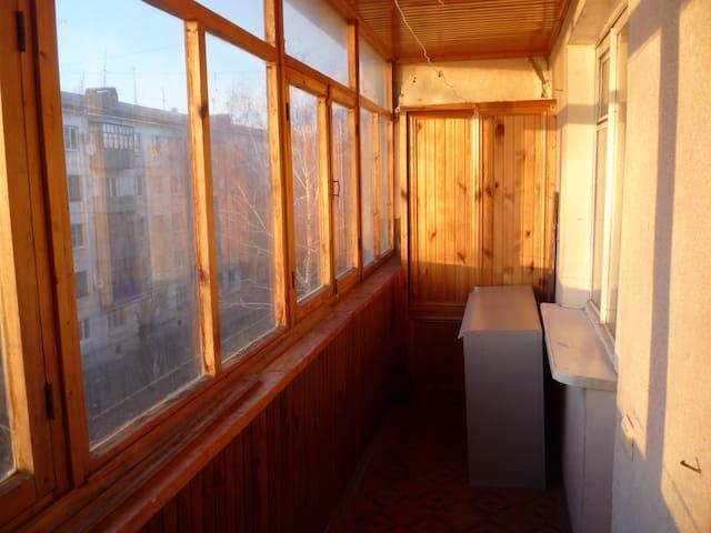 В квартире  все комнаты с отдельным входом.