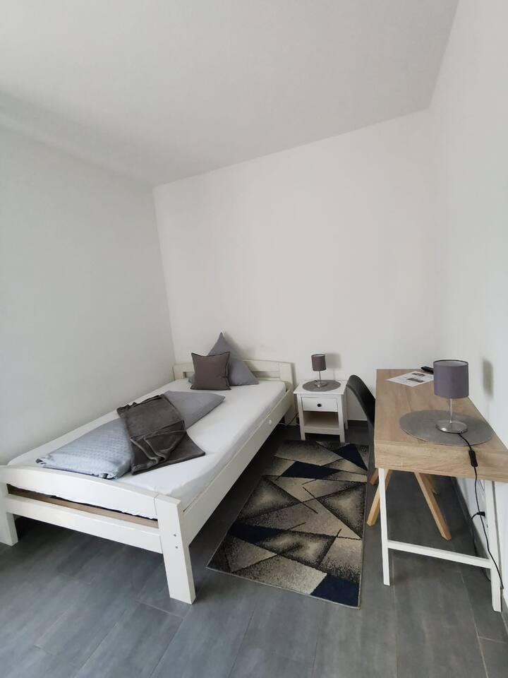 Einzelzimmer im Hotel Schenk