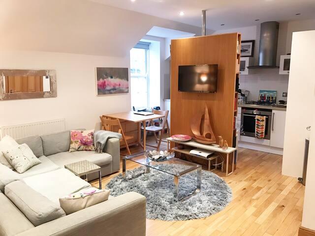 Cosy Kelvingrove Mews Apartment