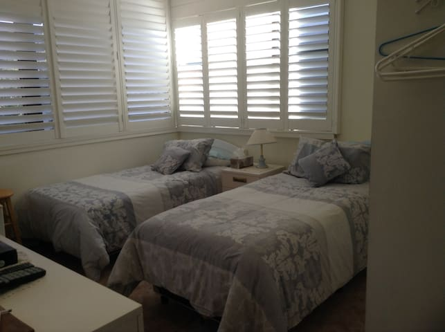 Thirroul Beach holiday 2, pet friendly