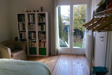 Chambre sur jardin et terrasse -  breakfast