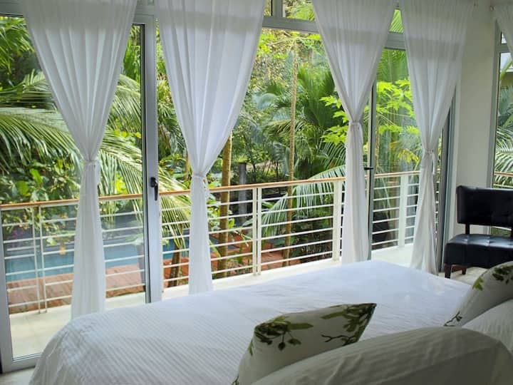 """""""Namaste Oasis: surf, sleep, eat, repeat style.Close to the beach, surf and yoga."""""""