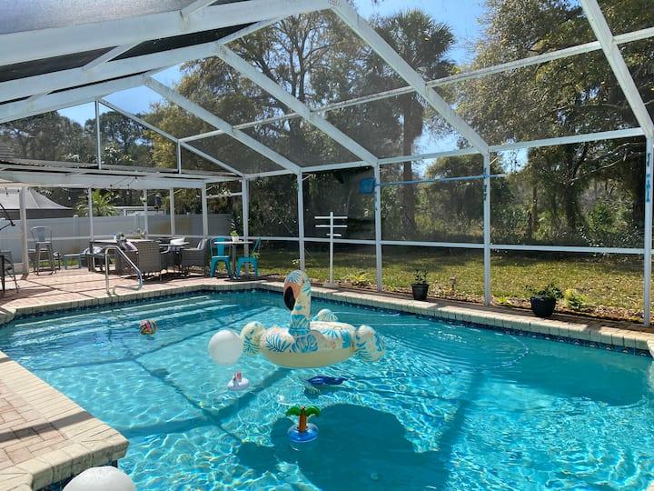 Pool home close to good food, fun, & adventure! 🦪🍹
