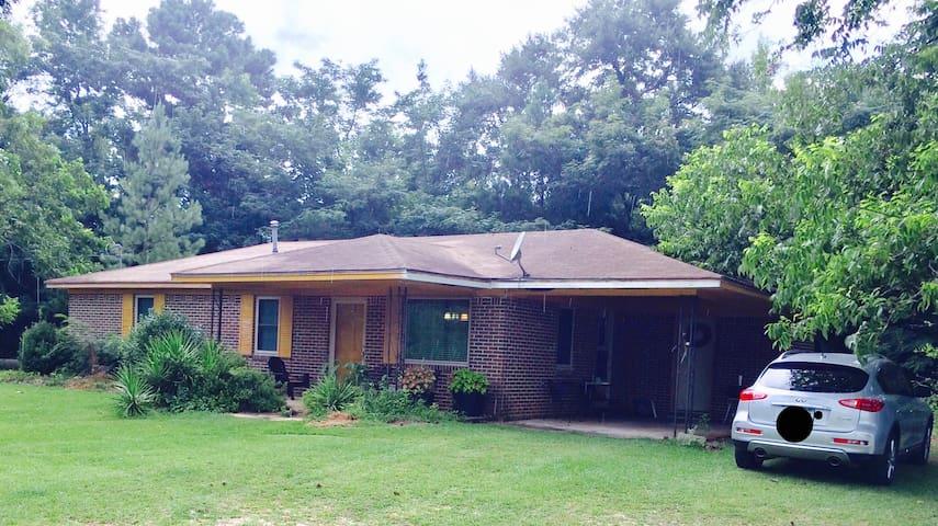 Tuskegee, Al Auburn, Al Sun Valley Vacation Home