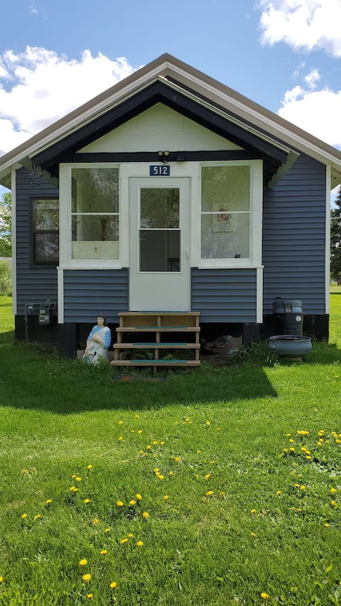 Newly remodeled 1 bedroom cute house on atv/snowmobile trail