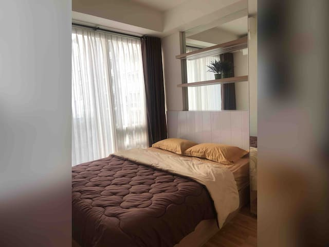 1 Queen Bed Apartment @Strategic Bandung Area