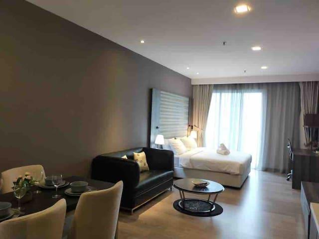 Roomy' cozy suite k5 @one bukit ceylon, pavillion