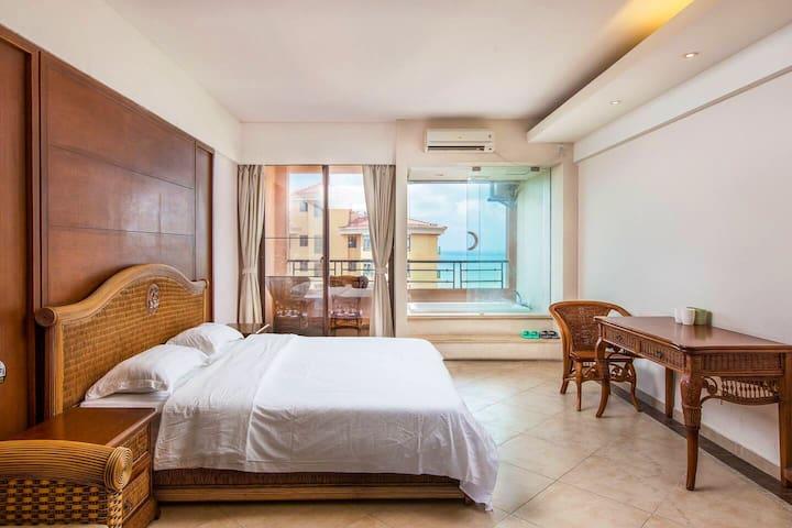 三亚湾一室海景浴缸大床房