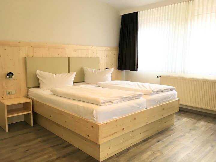 Doppelzimmer mit toller Aussicht, Frühstück & WLan