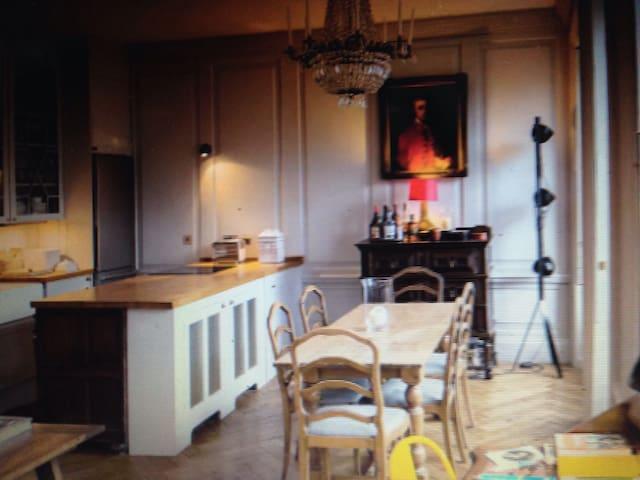 Classical Apartment on Royal Mile - Bari - Daire