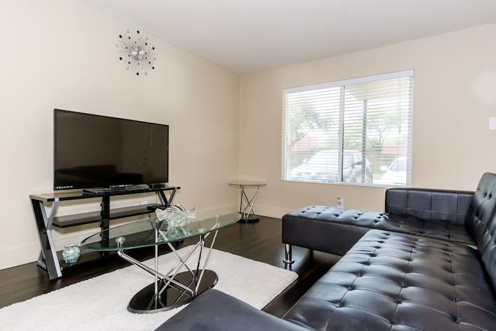Bright, Stylish Entire Apartment near Downtown ATX