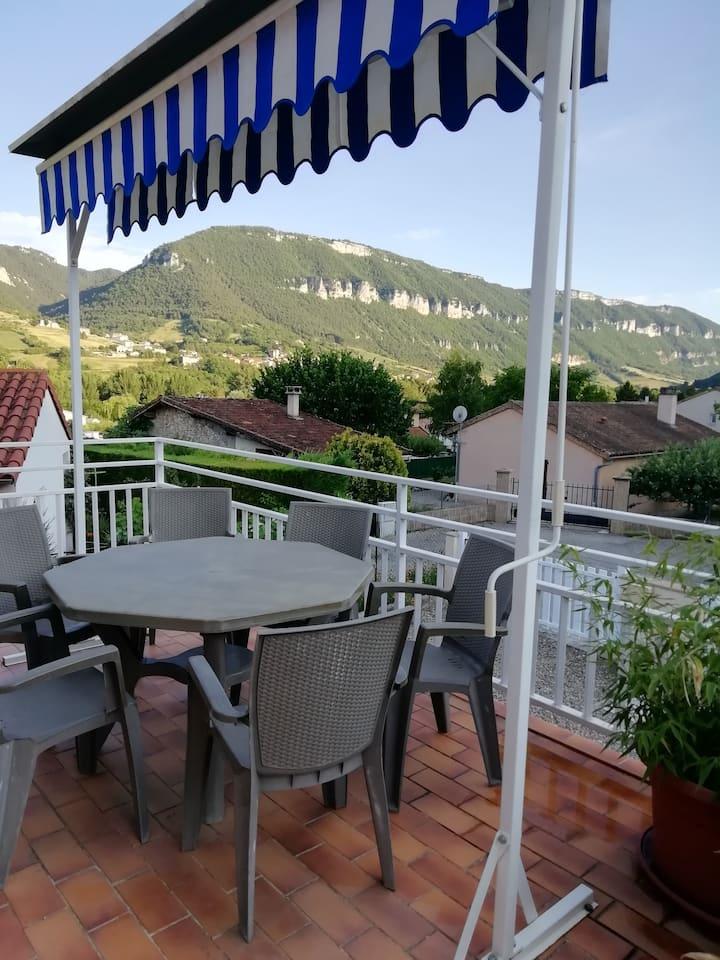 Logement tout confort avec jolie terrasse.
