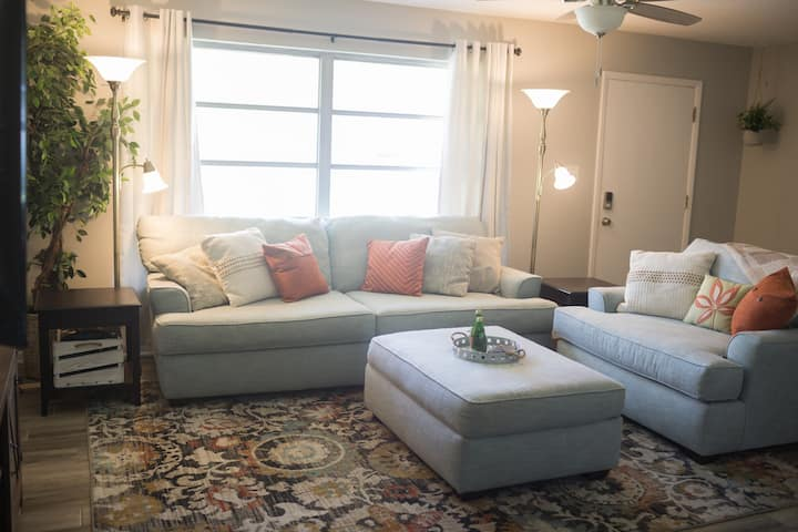 Orange Tree Cottage: Entire House, Cute & Charming