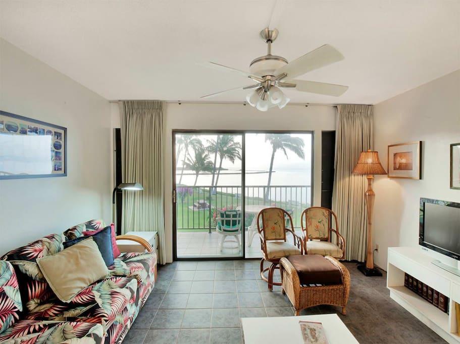 molokai_shores_1of-203_livingroom_1.jpg