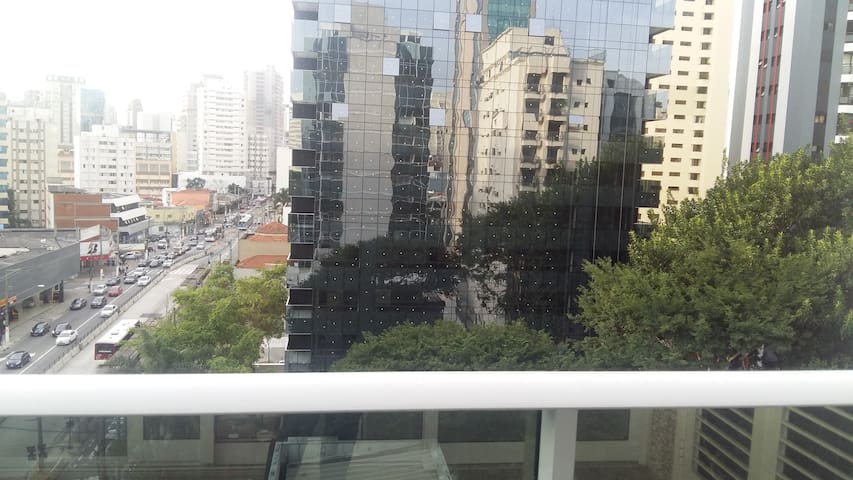 Vila Nova Conceição - Conjunto comercial novo