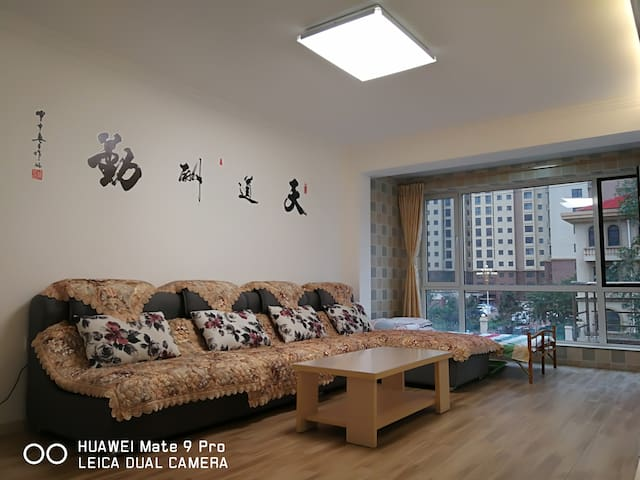 海滨90平南北通透空调精装公寓
