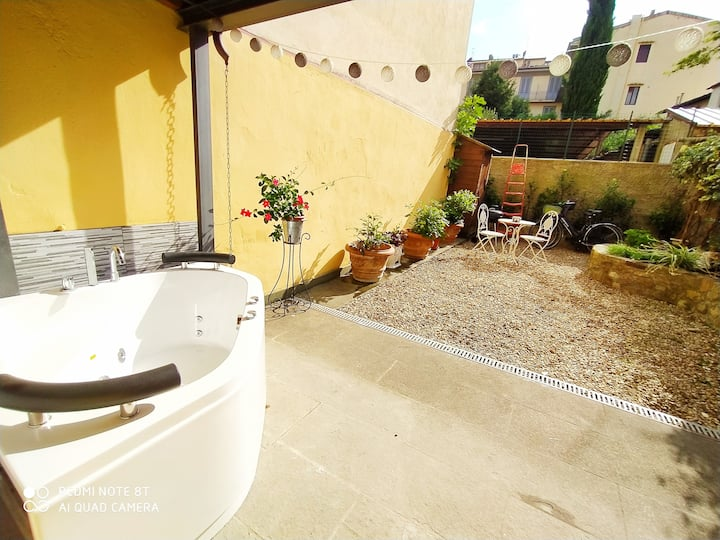 Nadja's Lovely Home - Private Garden and Jacuzzi