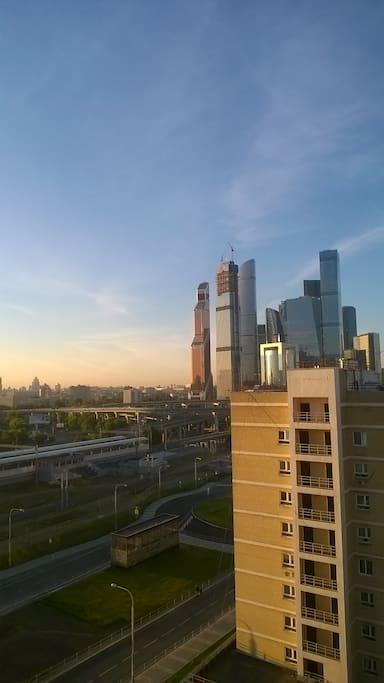 вид с балкона  МЦК рядом