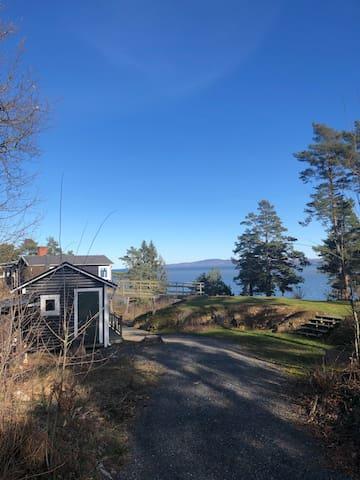 Mysigt fritidshus med härlig sjöutsikt vid Vänern