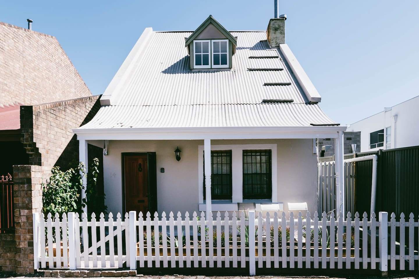 Charming 2-storey cottage in a quiet street